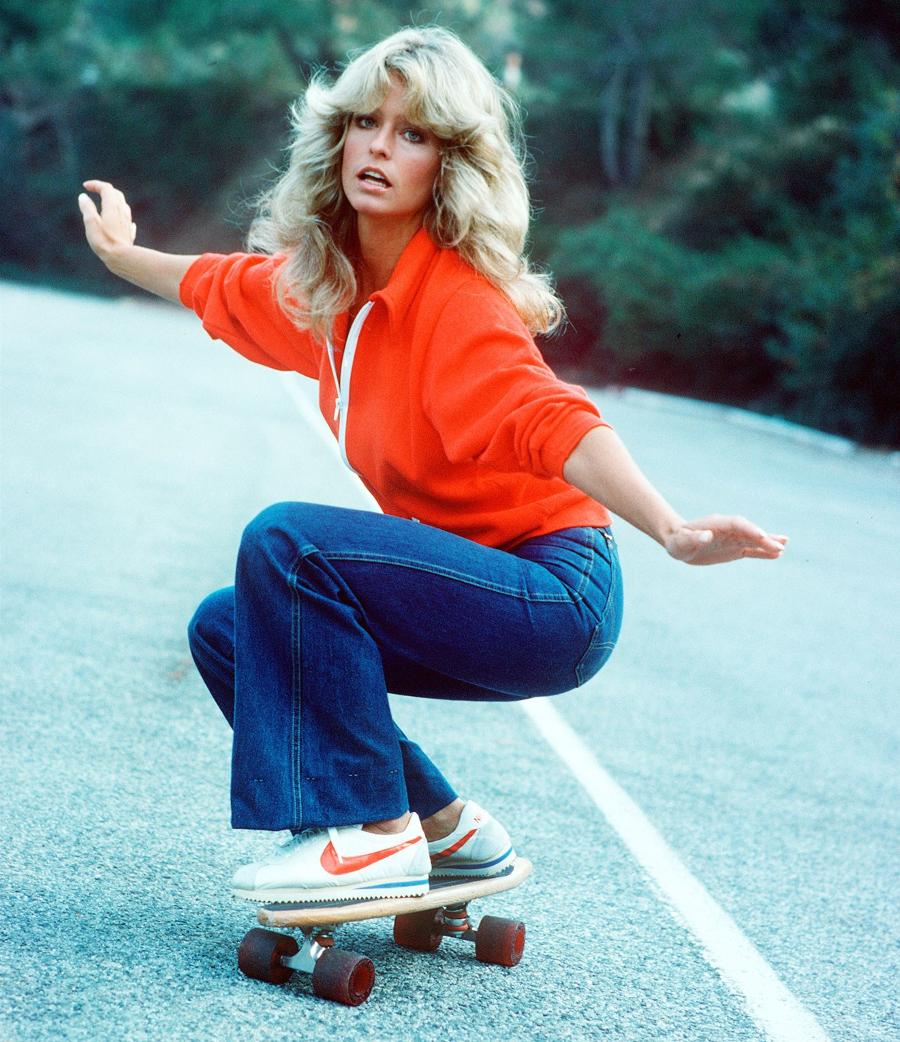 Farrah Fawcett en Nike Cortez OG en skateboarding