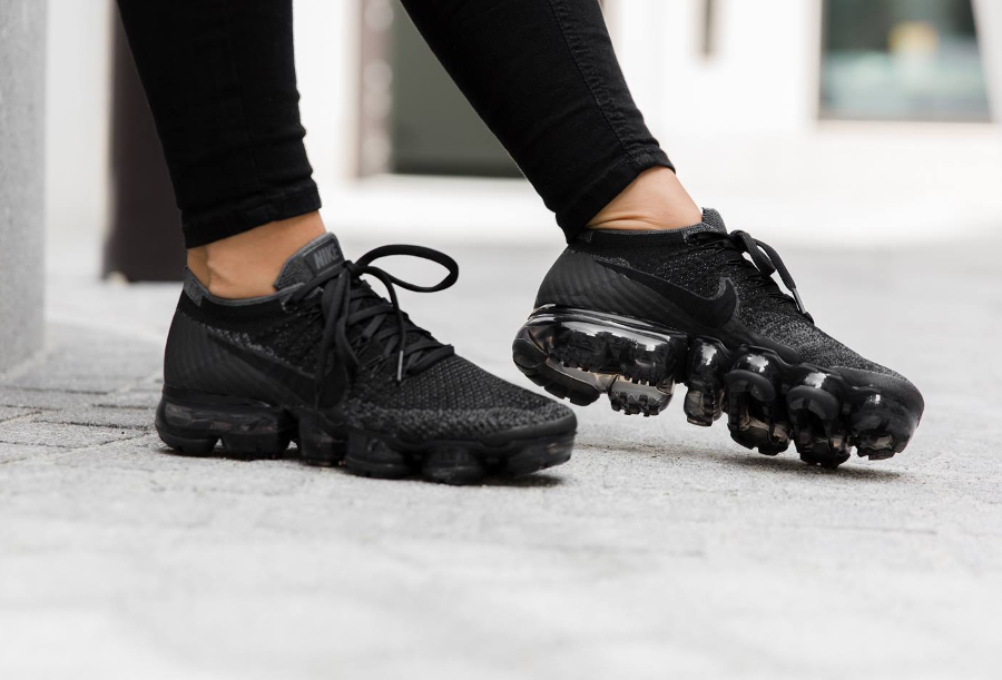 nike air vapormax triple noir