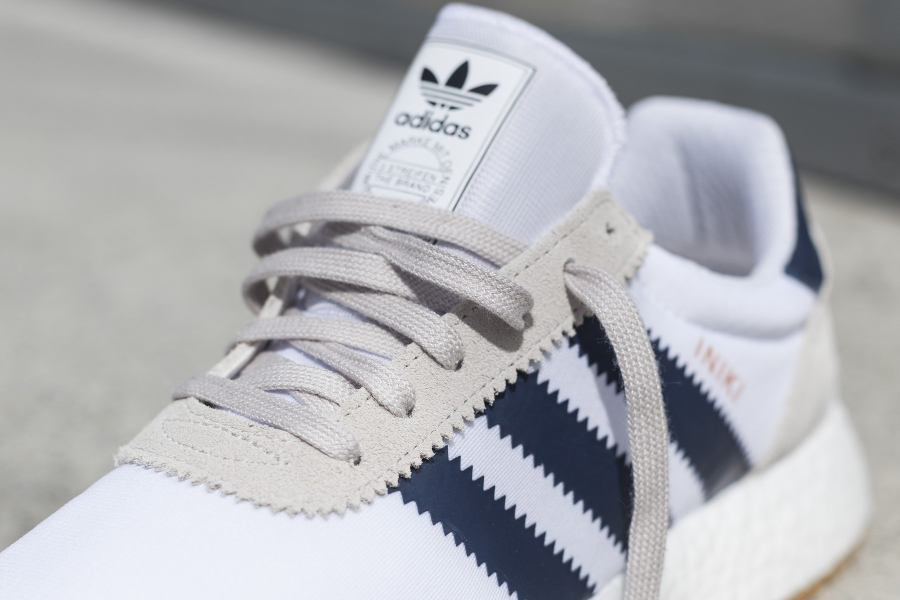 Basket Adidas Iniki Runner Boost Blanche Gomme (3)