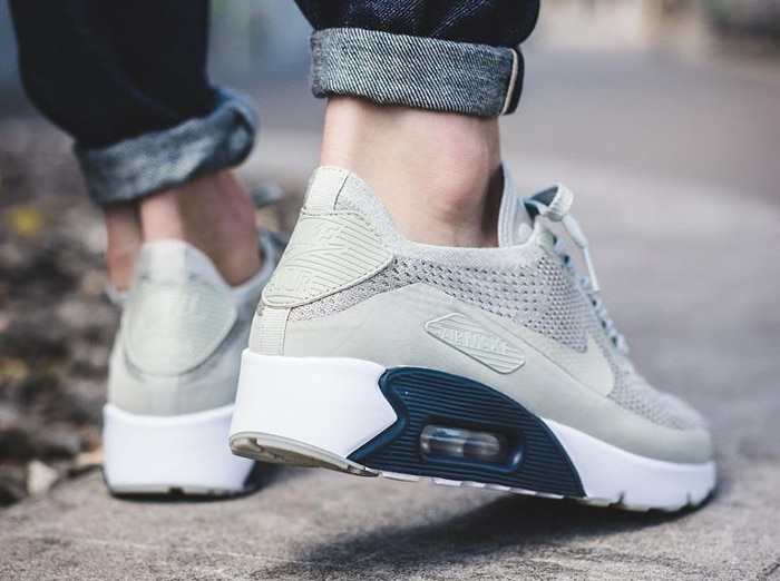 huge selection of 54992 a6699 Basket Nike Air Max 90 Ultra 2.0 Flyknit Pale Grey (1)