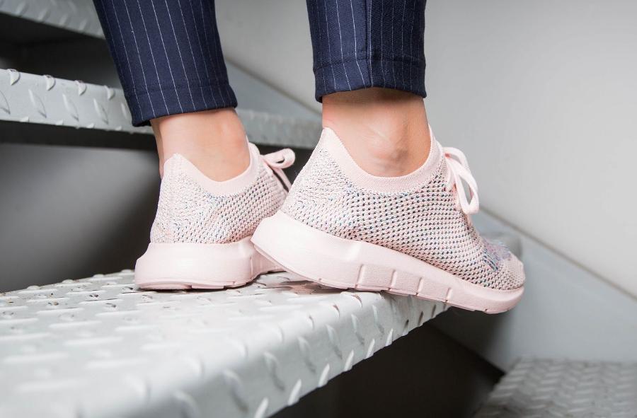 Chaussure Adidas Swift Run W femme rose Icey Pink (3)