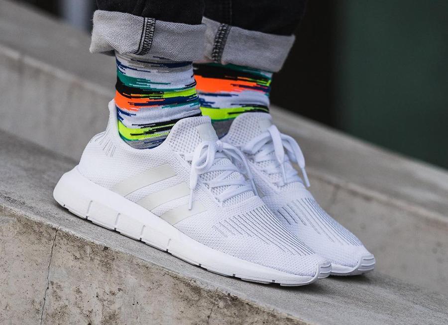 Chaussure Adidas Swift Run blanche White (home) (1)