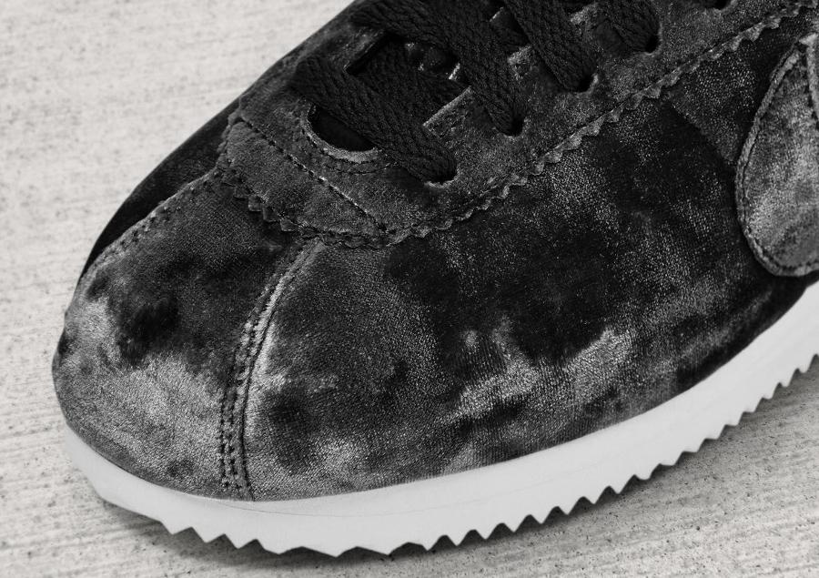 Chaussure Nike Cortez LX femme Velvet Noire Black (2)