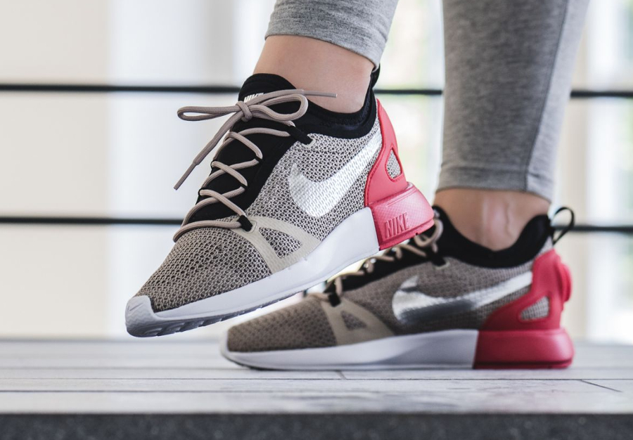 Nike Wmns Duel Racer 'String'
