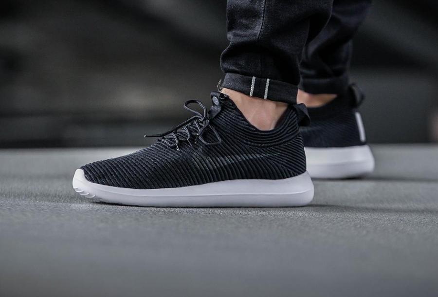 Chaussure Nike Roshe Flyknit Two V2 noire Black White (1)