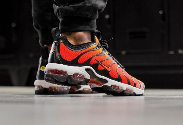 Chaussure Nike Air Max Plus Requin OG Tiger Orange TN Ultra (2)