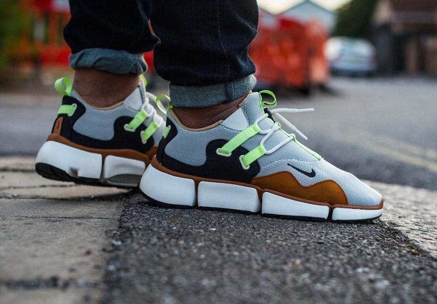 Chaussure NikeLab Pocketknife DM Barely Volt Mushroom on feet