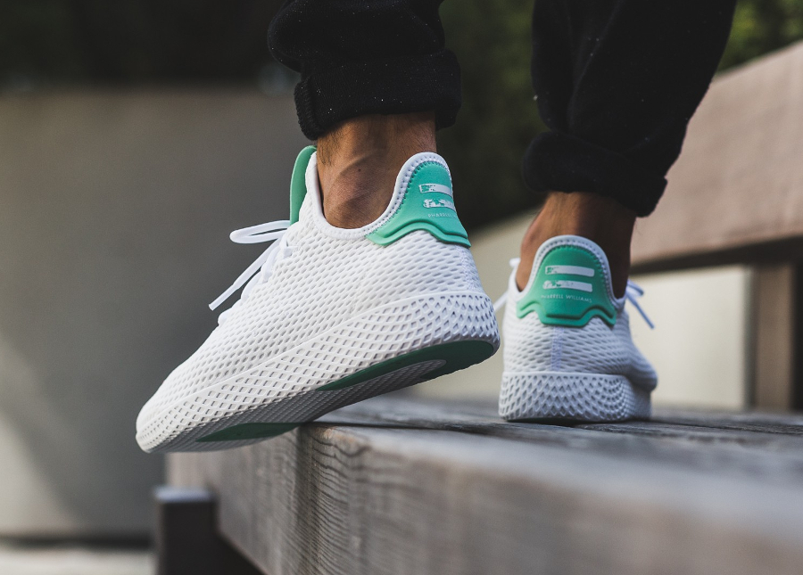 Chaussure Pharrell Williams x Adidas Tennis Hu Pastel Blanche White Green Glow (1)