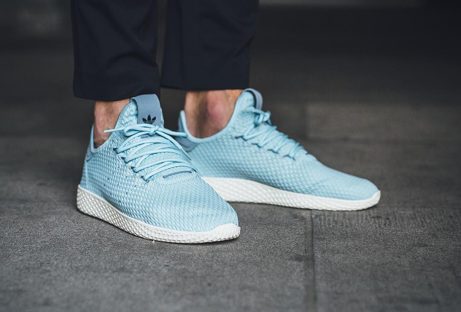 Chaussure Pharrell Williams x Adidas Tennis Hu Pastel Icey Blue (1)