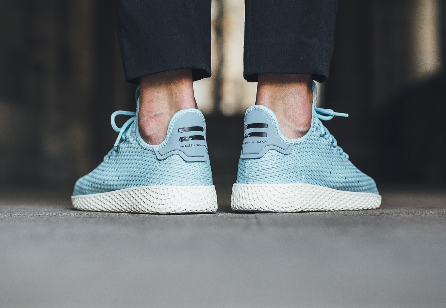 Chaussure Pharrell Williams x Adidas Tennis Hu Pastel Icey Blue