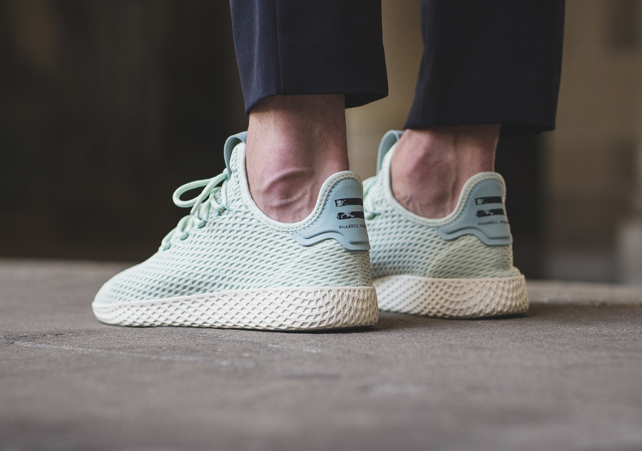 Chaussure Pharrell Williams x Adidas Tennis Hu Pastel Linen Green (1)