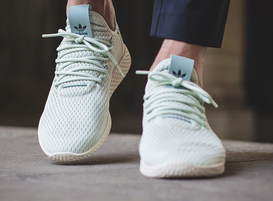 Chaussure Pharrell Williams x Adidas Tennis Hu Pastel Linen Green (2)