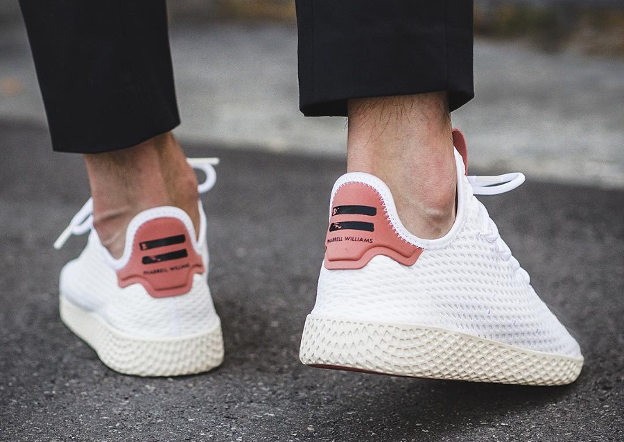 Chaussure Pharrell Williams x Adidas Tennis Hu Pastel White Raw Pink