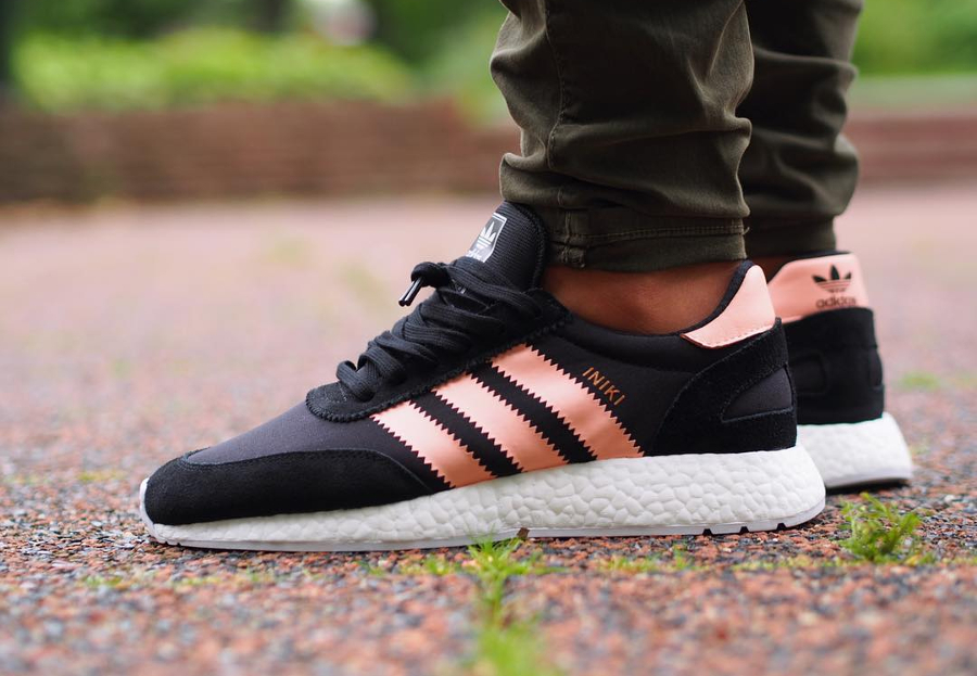 basket-adidas-iniki-runner-boost-w-core-black-haze-coral-BB0000 (1)