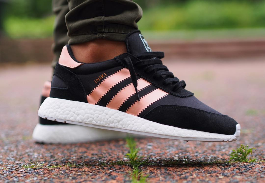 basket-adidas-iniki-runner-boost-w-core-black-haze-coral-BB0000 (3)