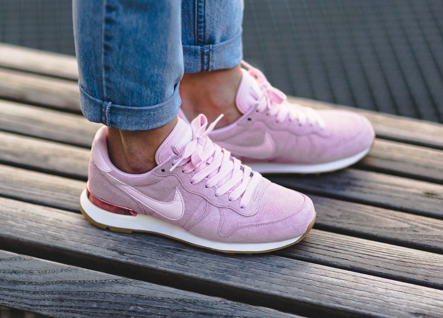 basket-nike-wmns-internationalist-suede-pink-919925 600 (2)