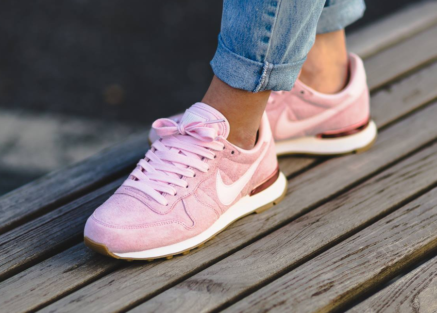 basket-nike-wmns-internationalist-suede-pink-919925 600 (3)