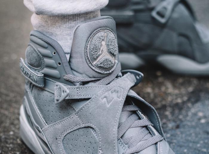 chaussure-air-jordan-8-suede-cool-grey-on-feet (1)