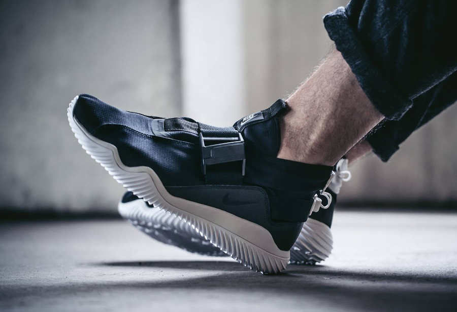 chaussure-nike-kmtr-premium-noire-black-summit-white