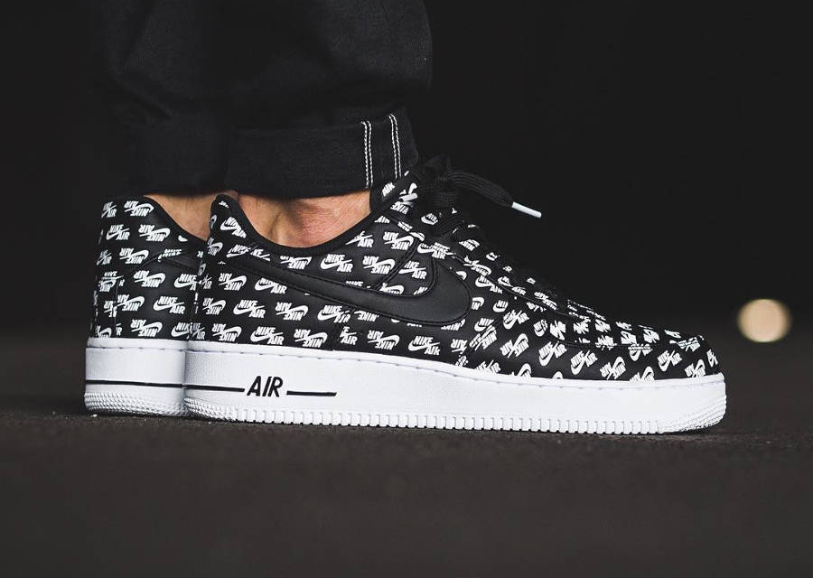 Chaussure Nike Air Force 1 '07 Low Logo Allover Air Emblazoned Black