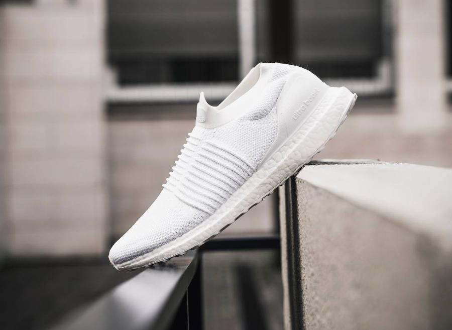 basket-adidas-ultraboost-laceless-triple-white-S80768 (1)