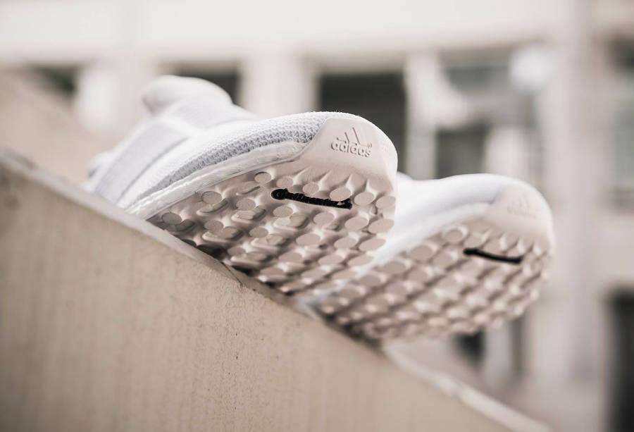 basket-adidas-ultraboost-laceless-triple-white-S80768 (2)
