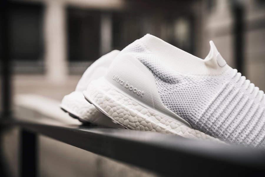 basket-adidas-ultraboost-laceless-triple-white-S80768 (3)