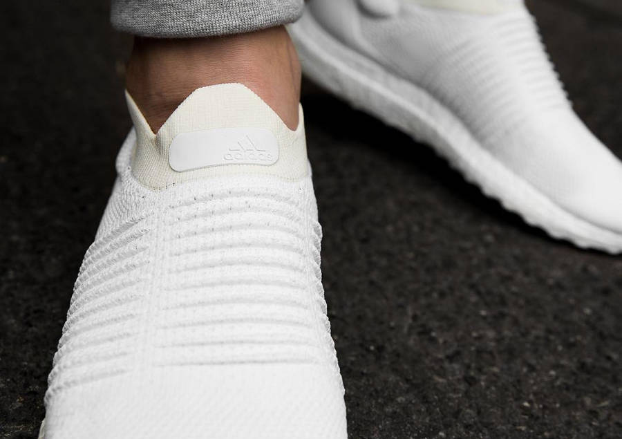 basket-adidas-ultraboost-laceless-triple-white-S80768 (4)