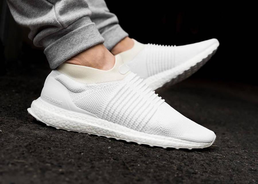 basket-adidas-ultraboost-laceless-triple-white-S80768 (5)