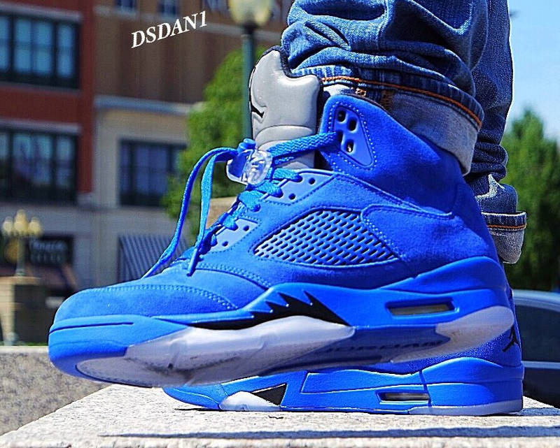 Vous êtes ici : Sneakers-actus → Air Jordan → Air Jordan 5 → Air Jordan 5 Retro 'Blue Suede' (Game Royal)