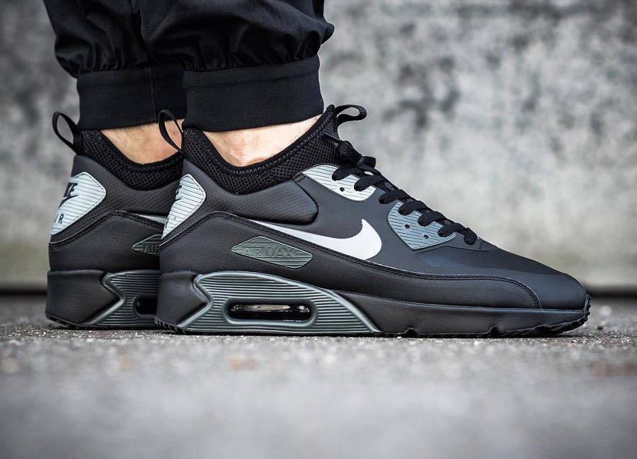 basket-nike-air-max-90-ultra-mid-winter-noire-black-cool-grey-anthracite-924458-002 (2)
