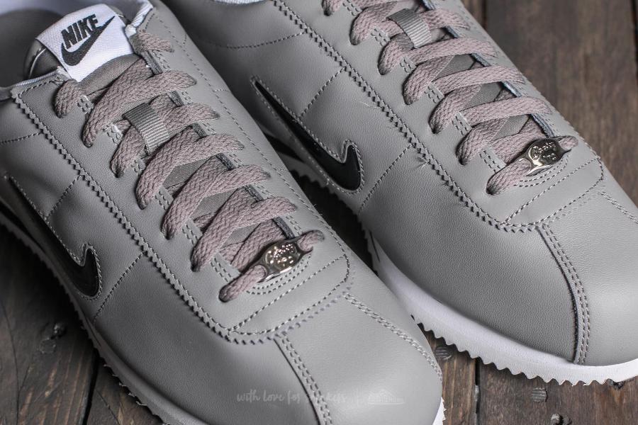 basket-nike-cortez-basic-jewel-cuir-gris-homme-833238-001 (3)