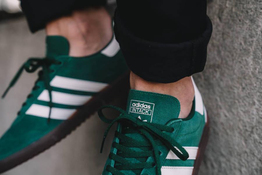 chaussure-adidas-spzl-intack-daim-vert-on-feet (1)