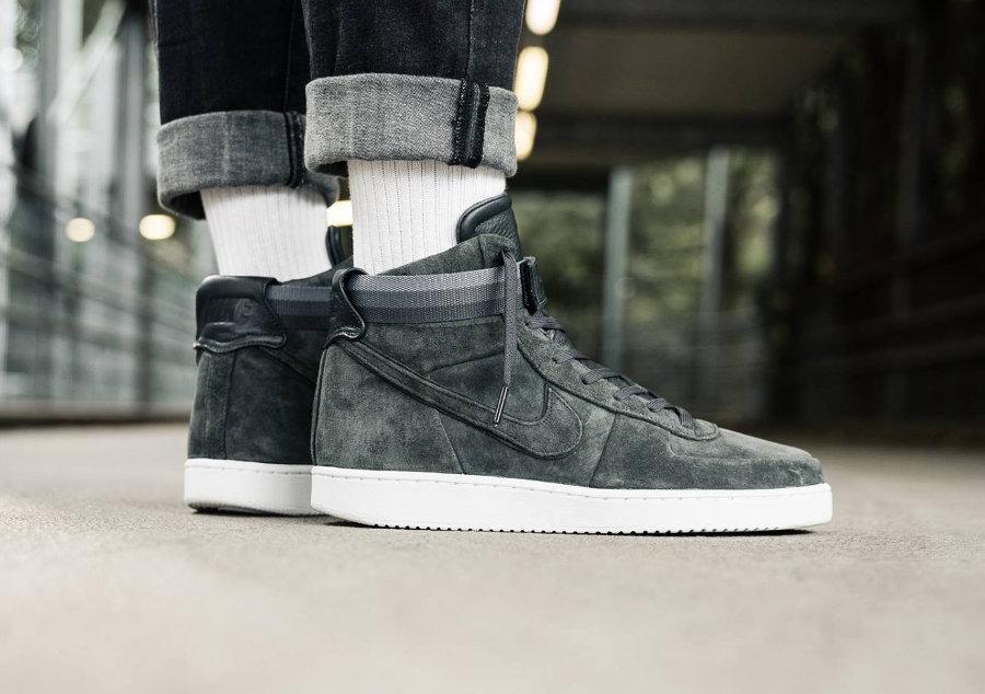 chaussure-john-elliott-nikelab-vandal-high-premium-anthracite-AH7171-002 (1)