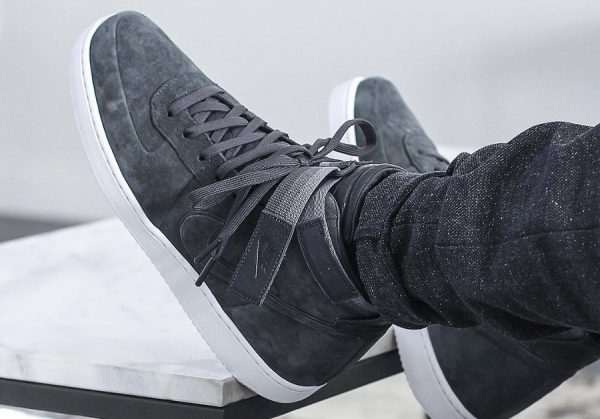 chaussure-john-elliott-nikelab-vandal-high-premium-anthracite-AH7171-002 (couv)