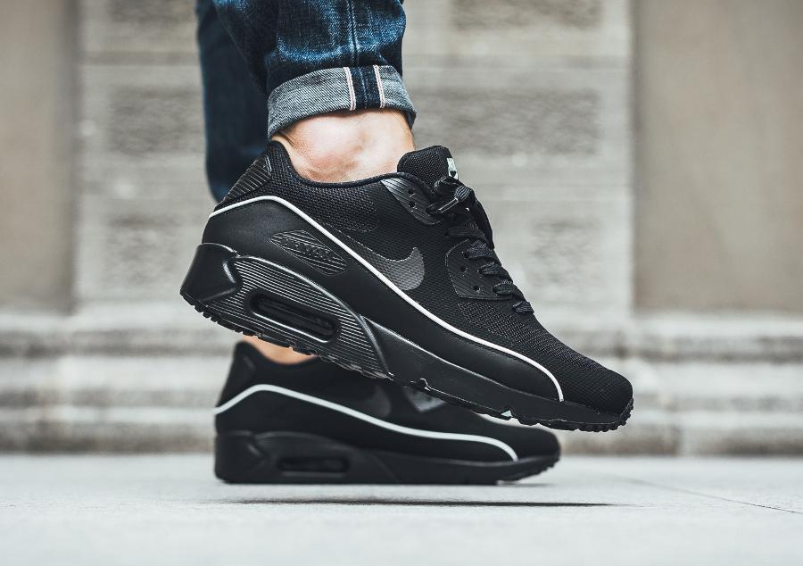 chaussure-nike-air-max-90-ultra-2-0-essential-noire-black-mint-foam (1)