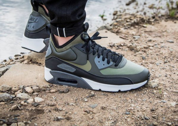 chaussure-nike-air-max-90-ultra-mid-sneakerboat-vert-olive-924458-300 (2)