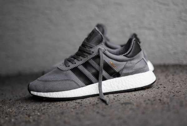 Chaussure Adidas Iniki Runner Boost Grise Grey Four (homme)