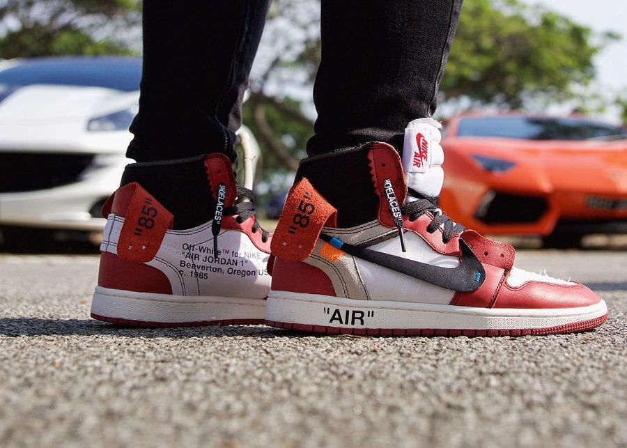 Chaussure Off White x Air Jordan 1 Chicago The Ten 10X on feet
