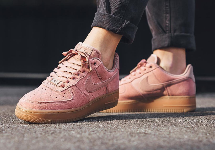 best sneakers 9baa8 bdbf9 Nike Air Force 1 07 SE Suede AF1 Rose Particle Pink