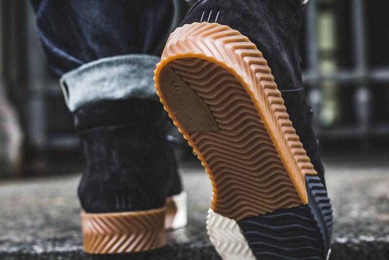 alexander-wang-adidas-aw-skate-mid-black-AC6850 (1)
