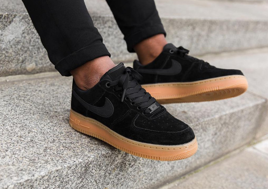 Nike Air Force 1 Low 07 SE W Suede Noire Chaussures