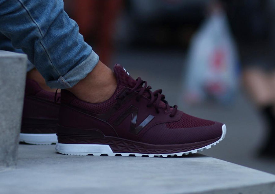 chaussure-new-balance-574s-sport-maroon-on-feet (1)