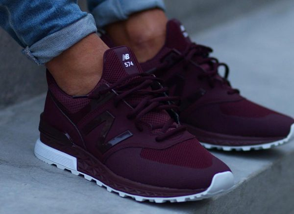 chaussure-new-balance-574s-sport-maroon-on-feet (3)
