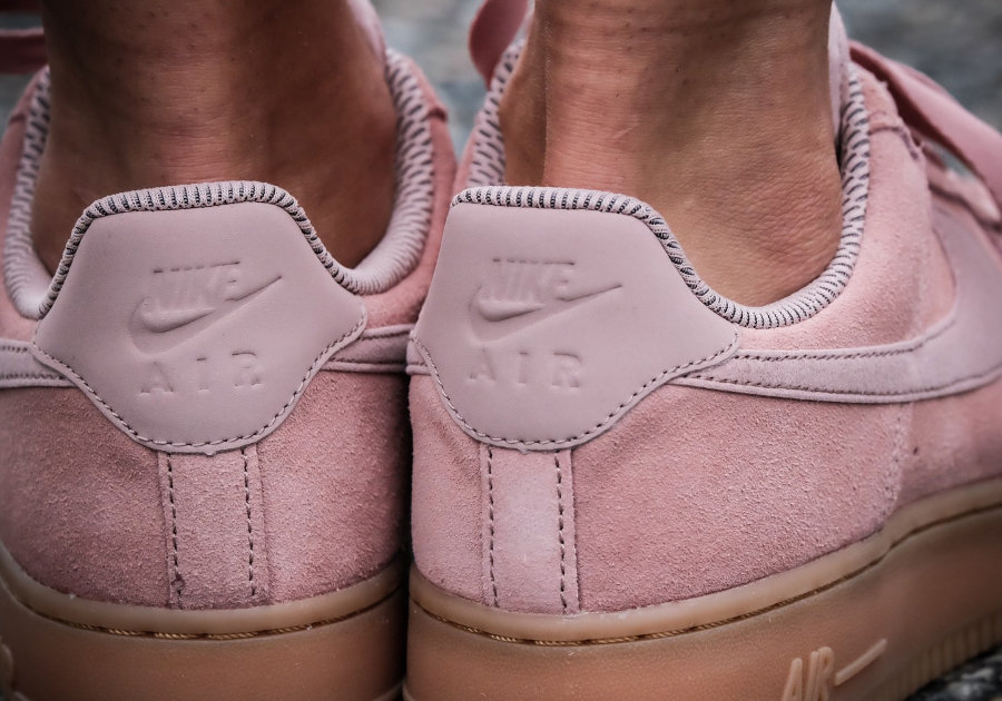 chaussure-nike-wmns-air-force-1-low-07-se-suede-particle-pink-gum-AA0287-600 (1)
