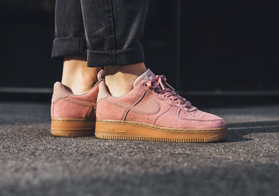 chaussure-nike-wmns-air-force-1-low-07-se-suede-particle-pink-gum-AA0287-600 (3)