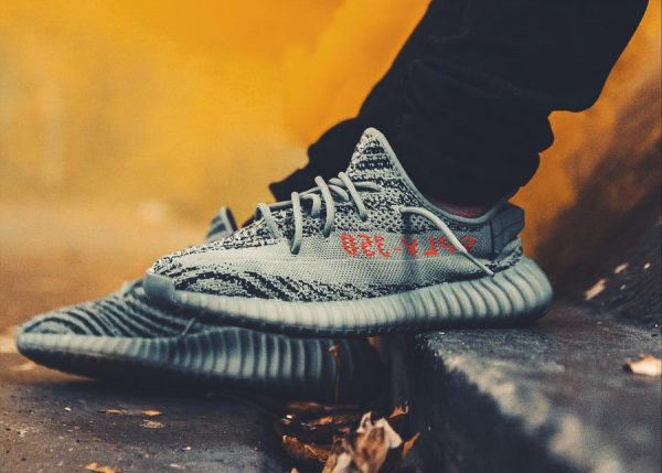 Chaussure Adidas Yeezy 350 Boost V2 'Beluga 2.0' Bold Orange