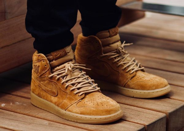 Chaussure Air Jordan 1 High Retro OG Suede 'Wheat Golden Harvest' (daim marron) (1)