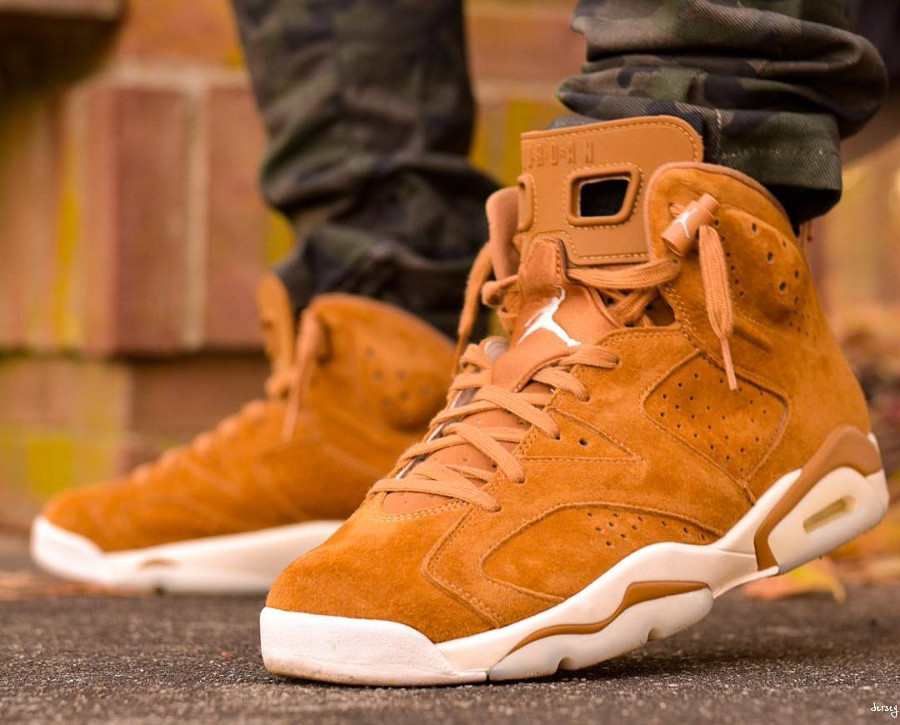Chaussure Air Jordan 6 Retro Suede Wheat Marron Golden Harvest on feet (1)