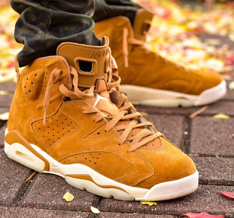 Chaussure Air Jordan 6 Retro Suede Wheat Marron Golden Harvest on feet (2)